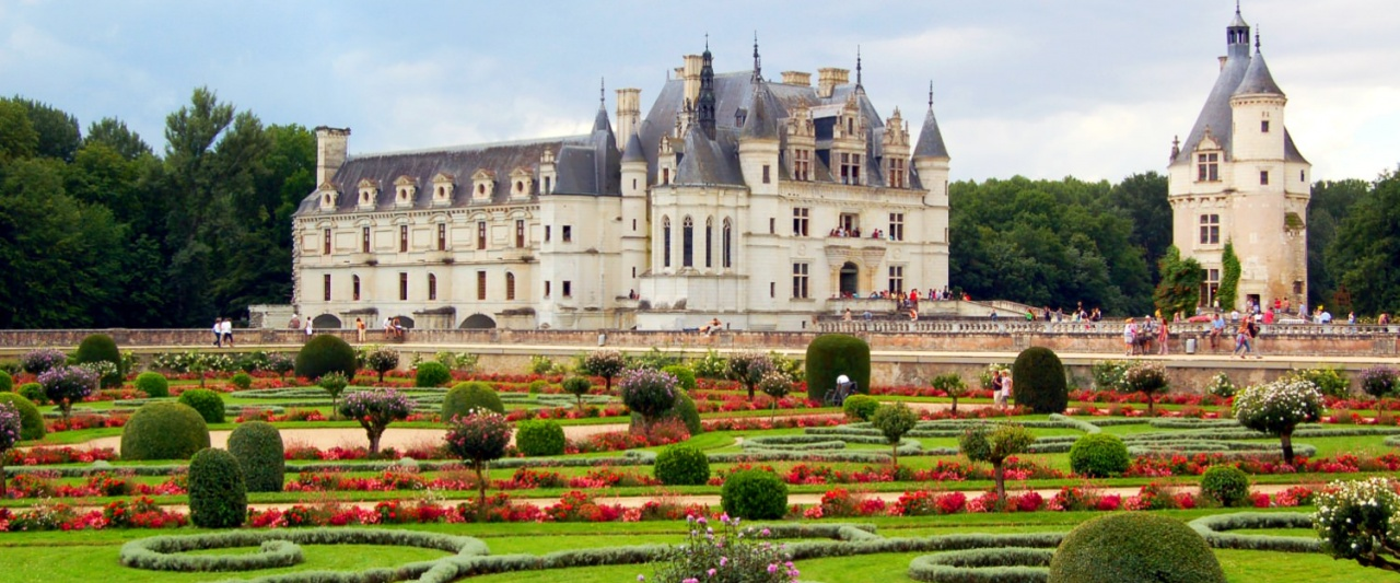 Chateau deChenonceau is a beautiful mix of Gothic and Renaissance architecture
